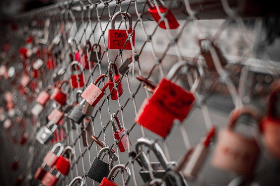 5 Creative Alternatives To Love Locks This Valentine's Day