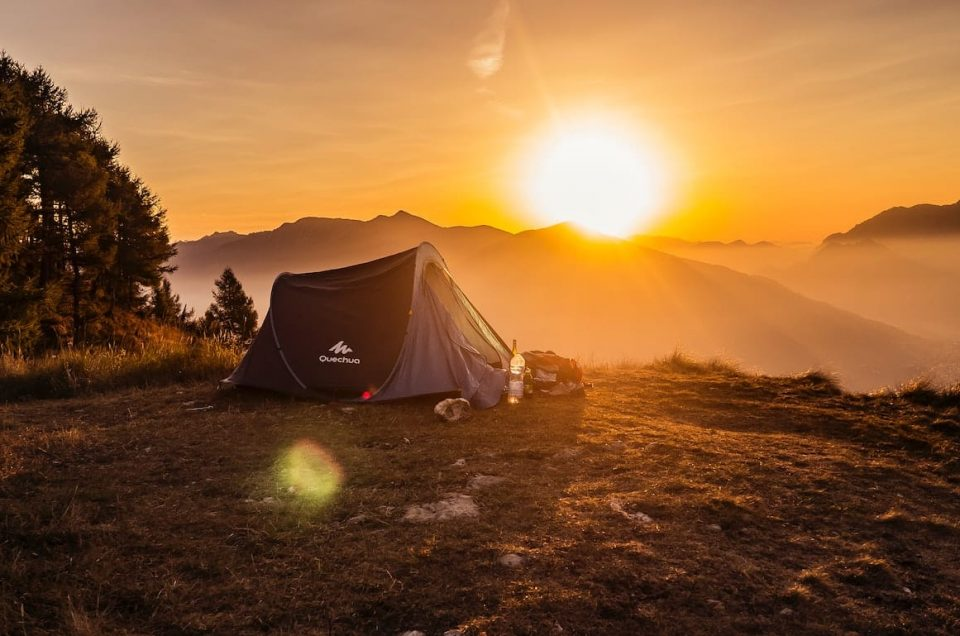 7 Essential Camping Items for Tech-Savvy Adventurers
