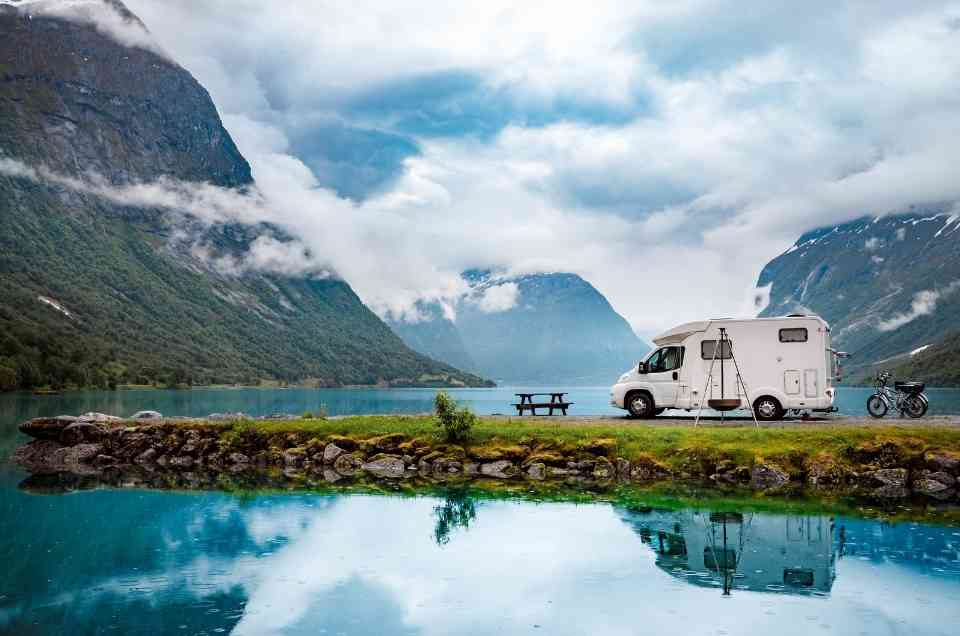This digital nomad couple decided to give it all up and travel in a motorhome
